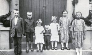 1923 - Com os Irmãos