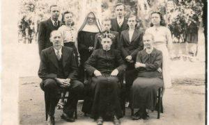 1940 - Primeira MIssa com os pais e irmãos