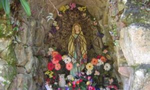 Gruta de Nossa Senhora de Lourdes construída por Joana Pottmeier, avó materna do Padre Aloísio - Vargem do Cedro .